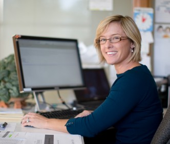 woman-office-computer